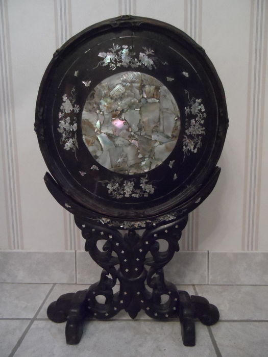 Round screen on a stand (1) - Hout, Parelmoer - China/Vietnam - 19e eeuw