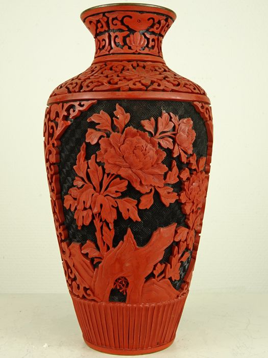 Baluster vase - Cinnabar lacquer - Flowers - China - Second half 20th century