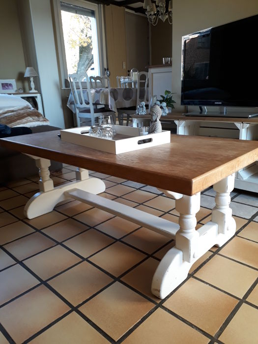 Coffee table in country style in Oak Interior & Lifestyle Mediterranean Interior & Lifestyle for sale
