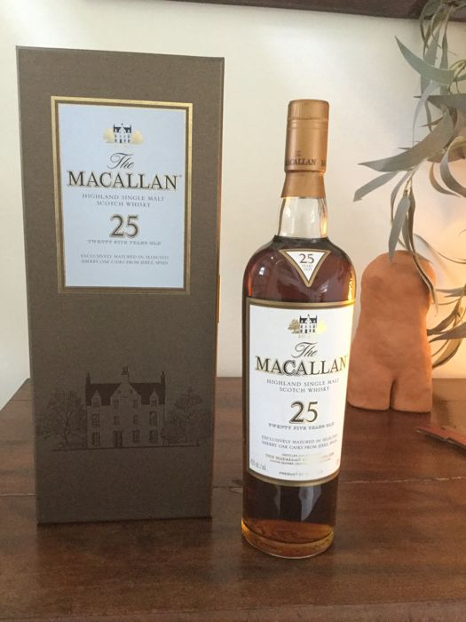 Macallan 25 years old Sherry wood matured - 700ml