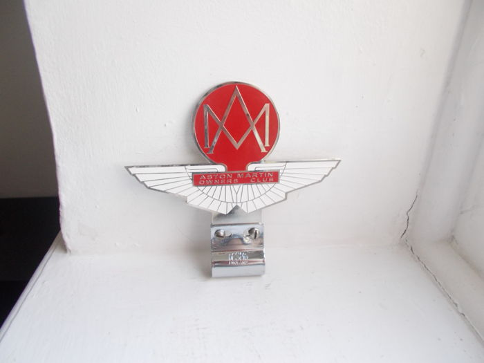 Badge - Aston Martin owners club chrome and enamel car badge with desmo fixing bracket - 1950-1979 (2 artikler)
