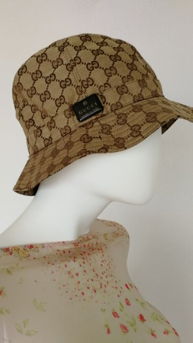 99036b45891e6 Gucci Hat in GG Supreme - Catawiki