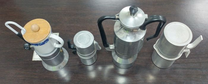 4 coffee-makers: 2 Neapolitan coffee-makers and 2 with spouts (one of them is also a thermos)