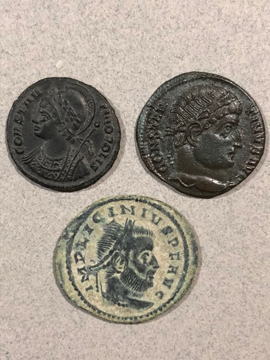Roman Empire - Lot comprising 3 AE Folles: Constantine I (AD 307-337) - Constantinople & Campgate / Licinius I (AD 308-324)