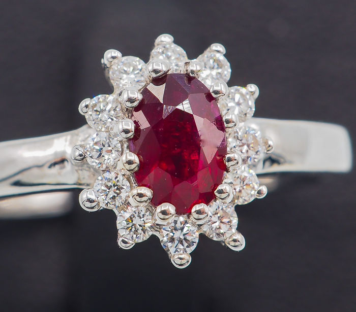 18 kt - White Gold ring - 0.51 Deep Red Ruby - 0.18 ct VS Diamonds *No Reserve*