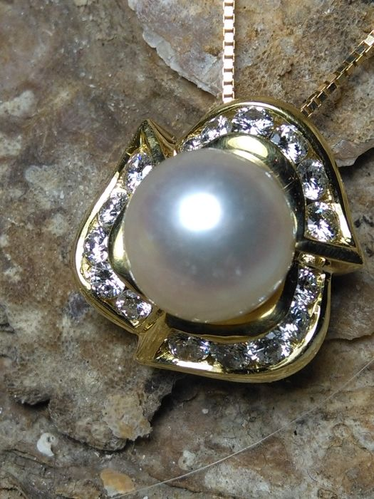 18 kt. Yellow gold - Necklace with pendant - 1.02 ct Diamond - Pearl