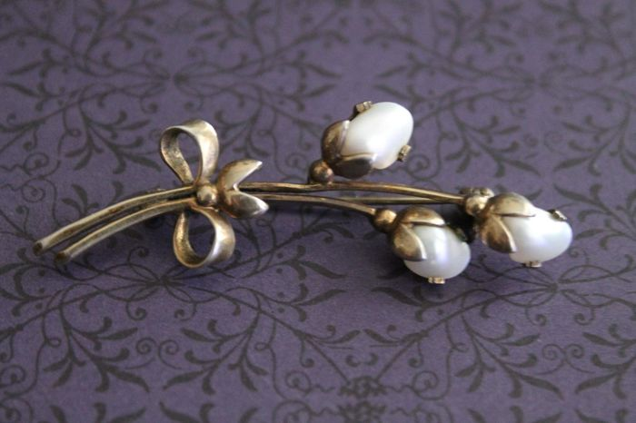 Floral Art Deco brooch with mother of pearl flowers - 835/1000 silver
