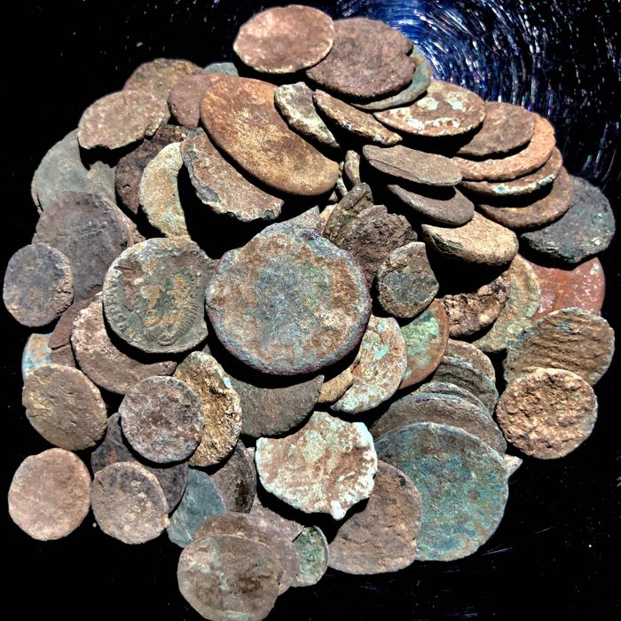 Roman Empire - Large collection of 100 bronze coins, 1st - 4th. Century A.D. (100)