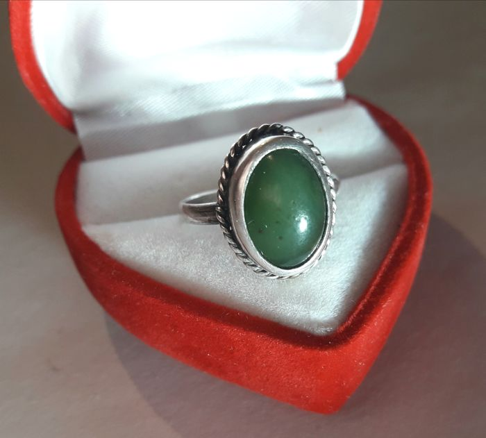 Vintage silver ring with green Jade for lady.     - Silver  875 tests.     Zilver - Ring Groene Jade.