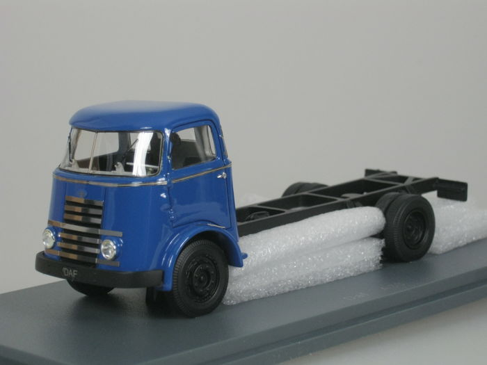 Neo Scale Models - 1:50 - DAF A30 A50 Zevenstreper Chassis - 1955 - blue