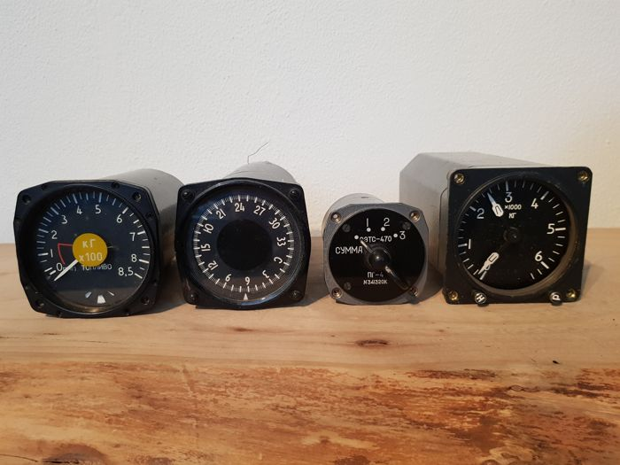 Four Cold war airplane gauges - Diecast (metaal)