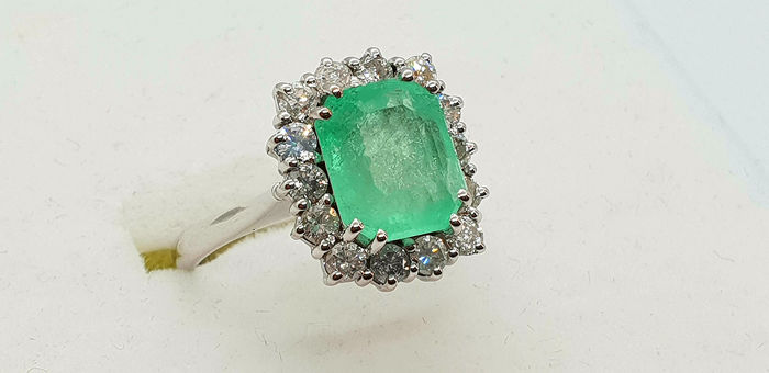 18 kt. White gold - Ring - 2.70 ct Emerald - Diamond