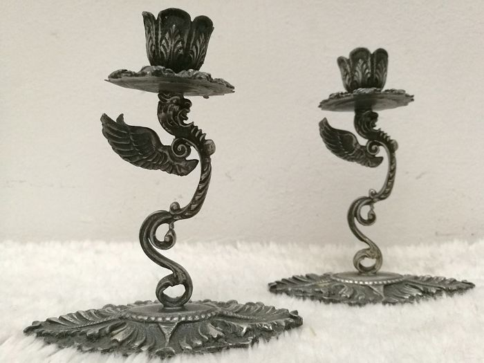 Splendid Pair of Candlesticks with Winged Mythological Animals - .800 silver - Italy - First half 20th century