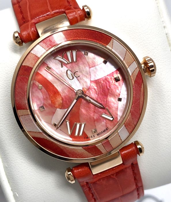 "Guess Collection - GC LadyBelle IP Rose Gold MOP Red Dial Swiss  - Y21005L3 ""NO RESERVE PRICE"" - Women - 2011-present"