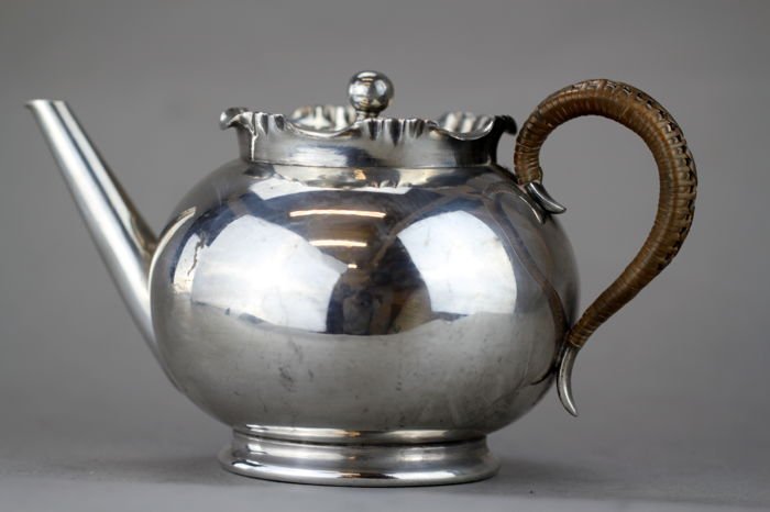 Tetera antigua con iniciales - Chapado en plata - William Hutton & Sons Ltd.  - Reino Unido - 1907