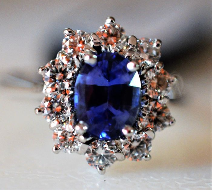 18 kt. White gold - Ring - 2.05 ct Sapphire - Diamonds