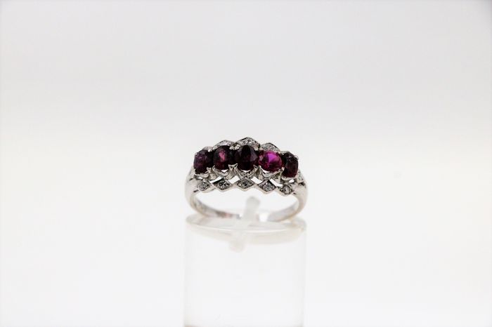 18 kt. White gold - Ring Ruby - Diamonds