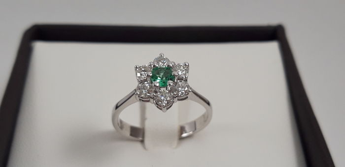18 kt. White gold - Ring - 0.60 ct Diamond - Emerald