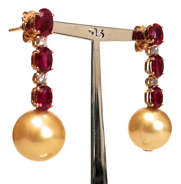 18 kt. Pink Gold-12.4 mm Golden South Sea Pearls - Earrings - 3.74 ct Ruby - Diamond