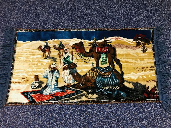 Beautiful oriental tapestry with camels in desert - Wool