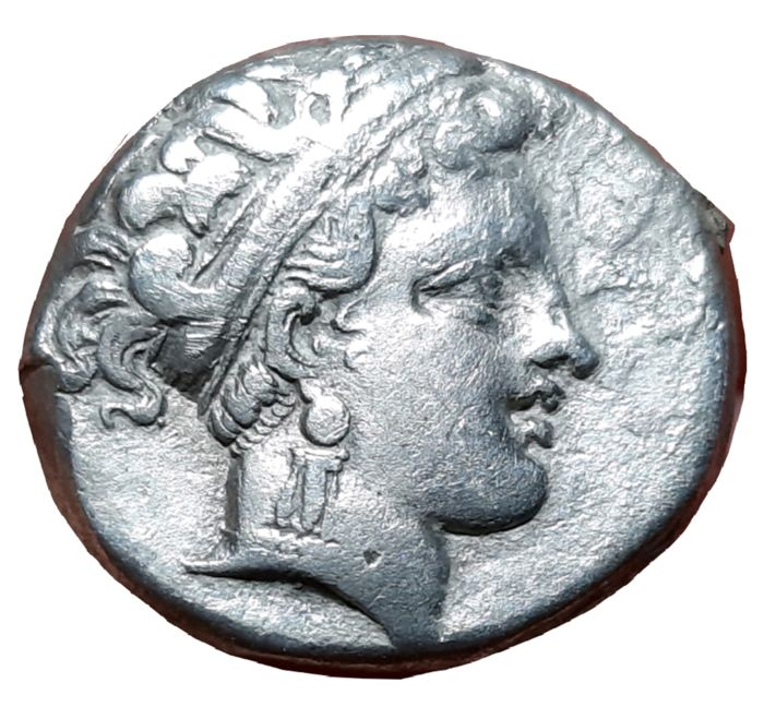 Greece (ancient) - Campania, Neapolis. AR Nomos (c. 300-275 BC) - Head of nymph / Man-faced bull - Silver