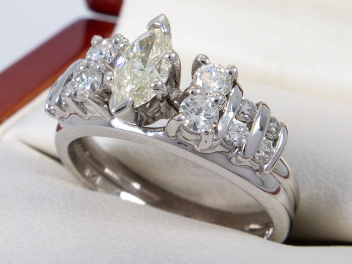 14 quilates Oro - 0.95ct - Anillo de diamante con solitario 0.33ct de marquesa