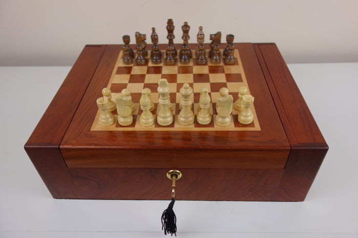 Chess set, Diageo Humidor, Limited edition - Rosewood, boxwood  parts/Rosewood - Catawiki