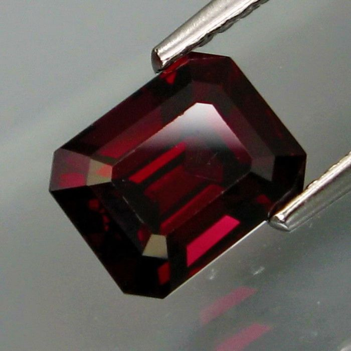Donker paarse rood Spinel - 2.17 ct