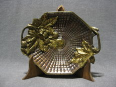 """Vide Poche"" depicting leafs and chestnuts - Bronze (gilt/silvered/patinated/cold painted)"