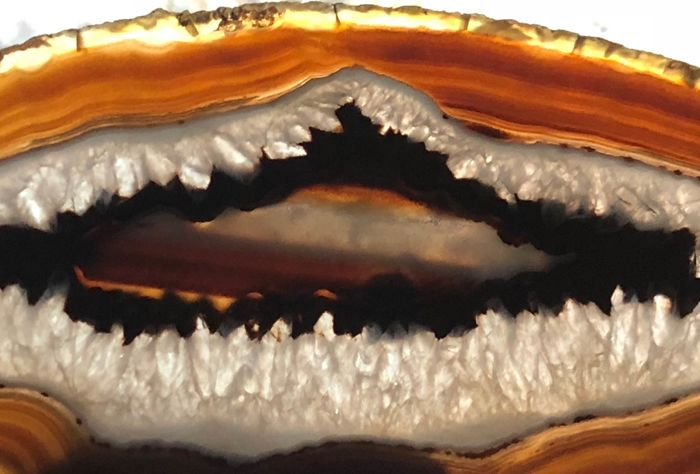 Agate (variety of quartz)