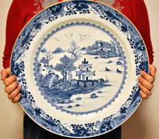 41cm export dish (1) - Blue and white - Porcelain - China - Qianlong (1736-1795)