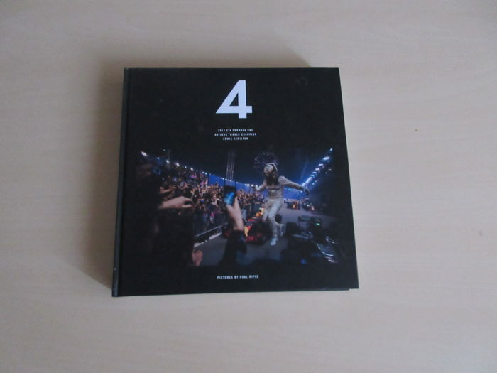 "Livres - ""4"": THE 2017 WORLD CHAMPIONSHIP COLLECTORS PHOTOBOOK BY PAUL RIPKE   Lewis Hamilton (Mercedes)    - 2017-2017 (1 objets)"