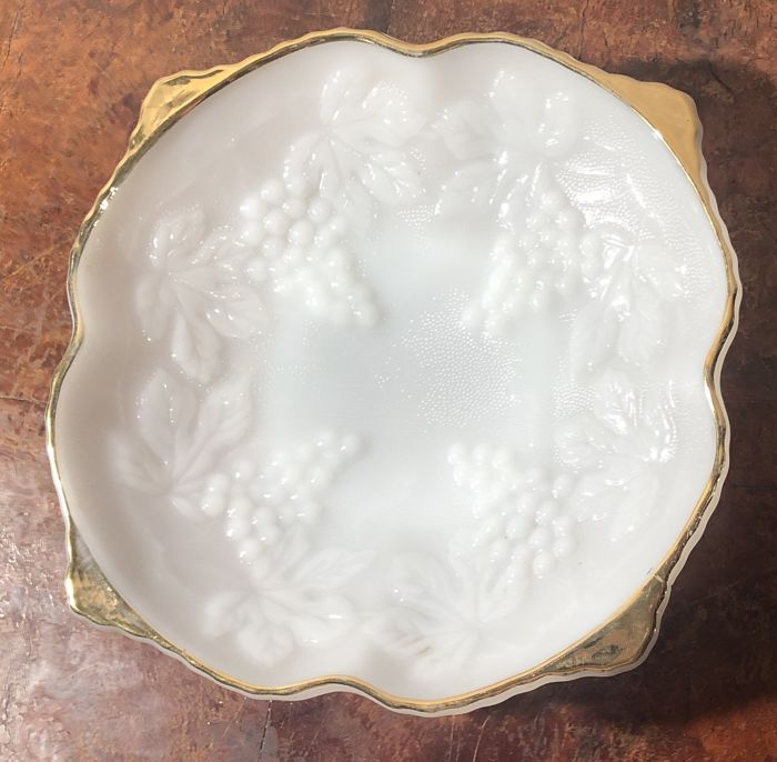 Opaline glass bowl finished with fine gold  - opaline