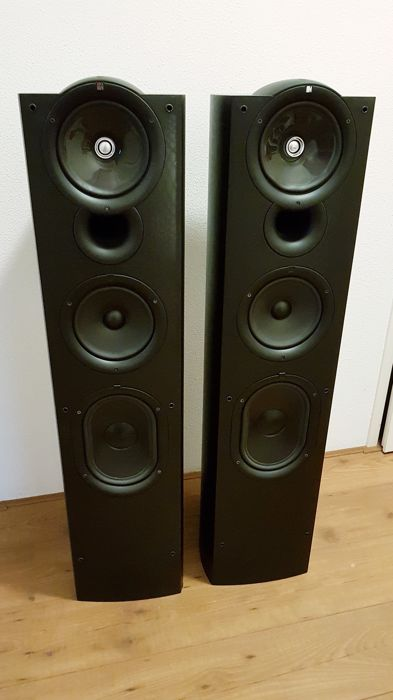 KEF  - Q11 - Multiple models - Set of speakers