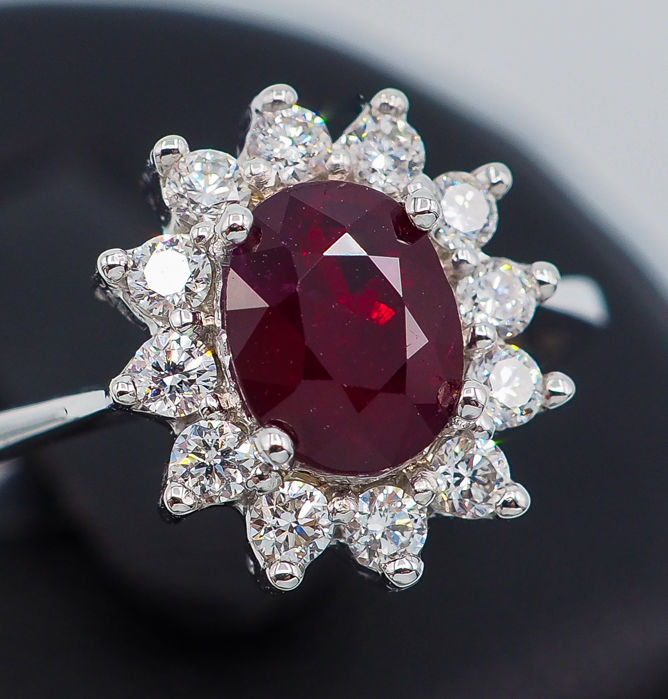 18kt - White Gold Ring - 1.00ct Deep Red Ruby & 0.30ct VS Diamonds *NO RESERVE*