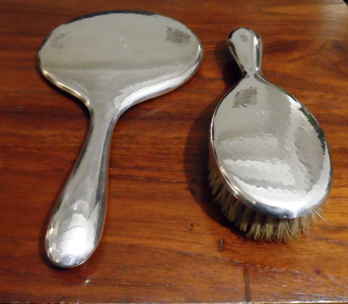 dressing table mirror and brush (2) - Silverplate - Netherlands - 1900-1949 Silver & Gold for sale