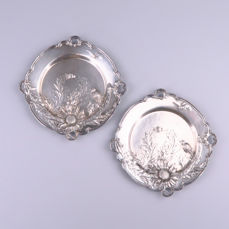 WMF - Pair of Art Nouveau silvered pewter ornamental plates