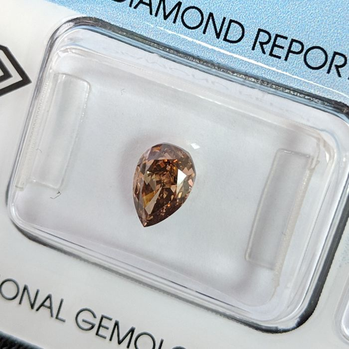 Diamante - 1.01 ct - Pera - fancy dark orangy brown - VS2