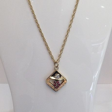 18 kt. Yellow gold - Necklace with pendant - 0.20 ct Diamond - Rubys