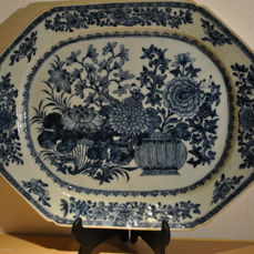 45×37×4 cm  Meat Dish (1) - Blue and white - Porcelain - Flowers - China - Qianlong (1736-1795)