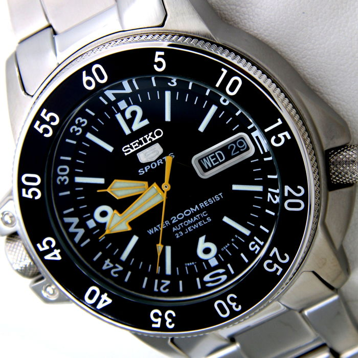 "Seiko - Automatic 23 Jewels ""Black-Yellow"" - NO RESERVE PRICE - - Men - 2011-present"