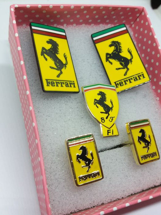 Collectable - Ferrari Cufflinks, Tie Pin and Lapel Badges - 1980 (4 items)