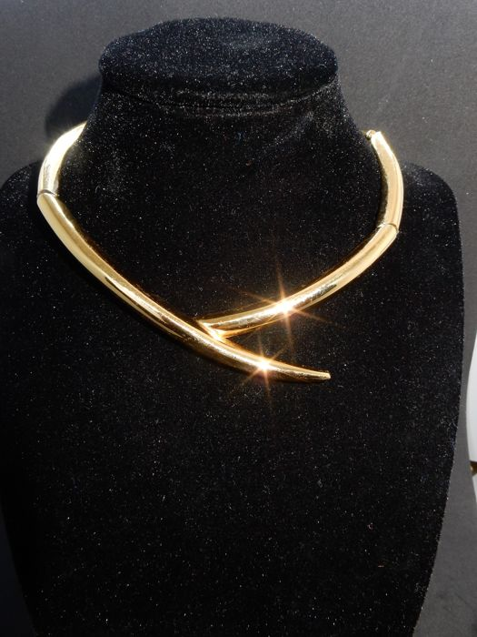 Vintage MONET. 1975 Gold-plated - Necklace