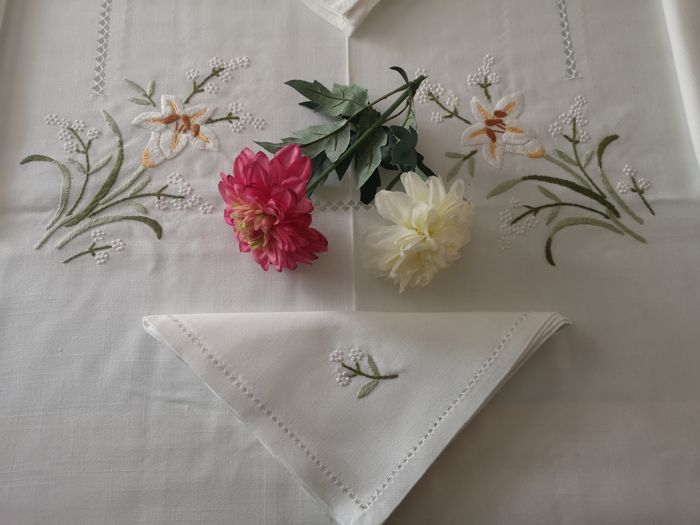 Mixed linen tablecloth with full stitch embroidery - linen blend 60% cotton and 40% linen - After 2000