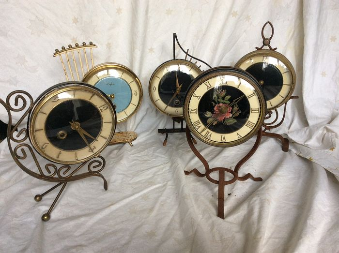 collection of table clocks from the 60s (5) - Iron (cast/wrought)