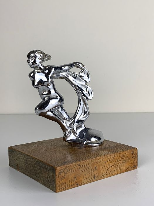 Art Deco Car mascotte - Flying Nude