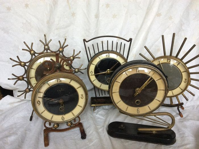 collection of table clocks in the 60s (5) - Iron (cast/wrought)
