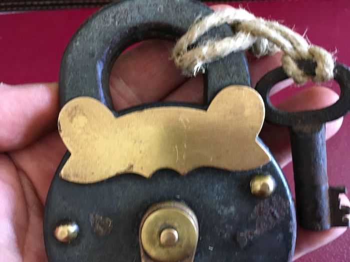 "Antique iron padlock called ""Topolino"" with a fully functional key (1) - Brass, Iron (cast/wrought)"