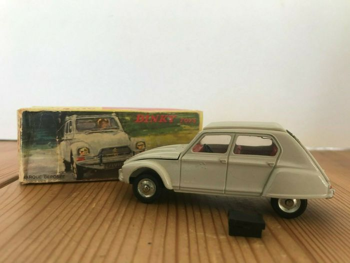 Dinky Toys - 1:43 - Citroën Dyane N°1413 - with the suitcase