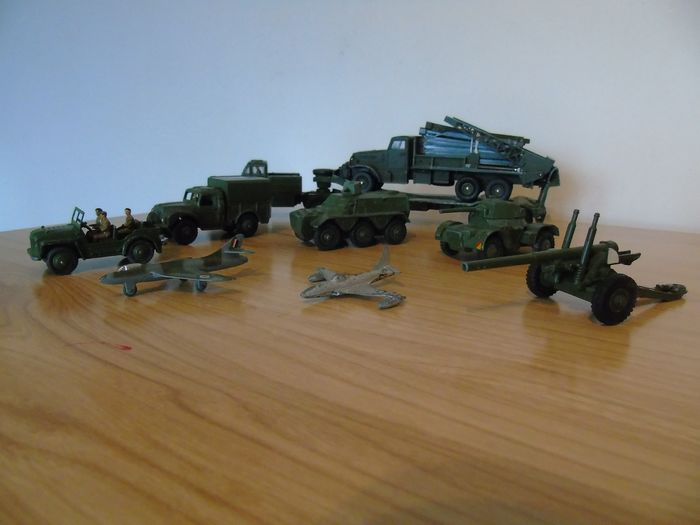 Dinky Toys - 1:43 - Camions , Jeep , Canon , Avions  - # 641 -670-660-674-676-692-884-736